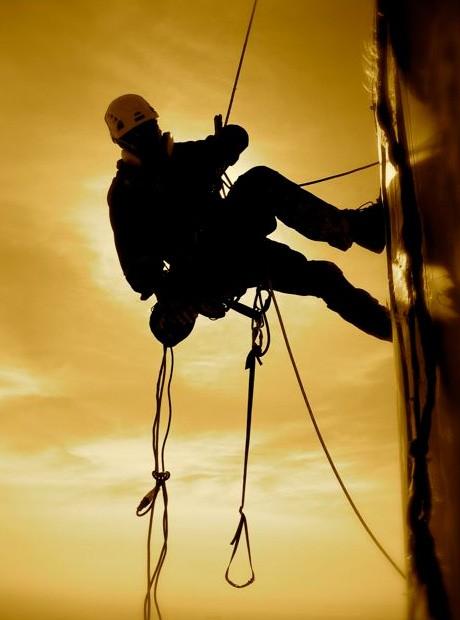 В москве разбился промышленный альпинист
